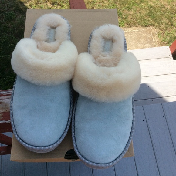 aac253832d1 UGG AIRA SLIPPERS NWT